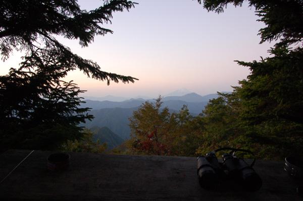 雲取山一泊登山3_七ツ石山~雲取山への道のり