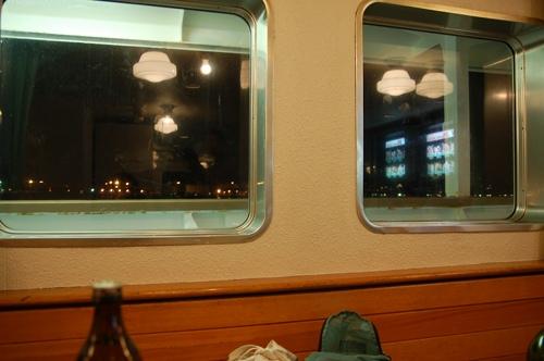 大島2007_1_船から見る満月