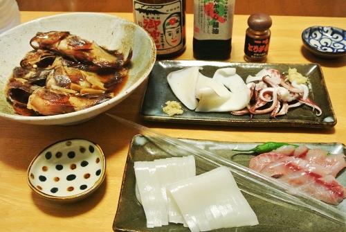 釣魚料理_カサゴの煮付け、イカとイサキの刺身、焼きイカ