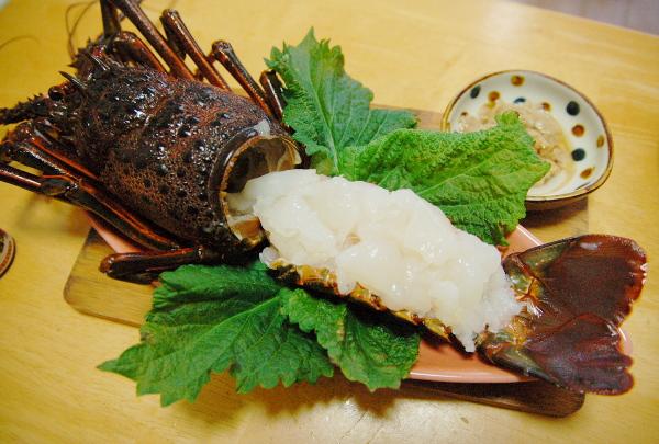 釣魚料理_伊勢海老の刺身、サバフライ、メジナとオジサンの煮付