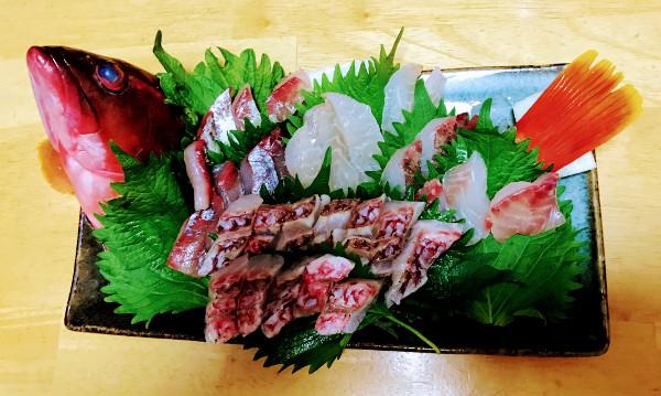 釣魚料理_カンパチ、アカハタ、メジナ、ブダイの刺身とオジサン鍋