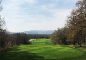 北海道から南下の旅_3日目_1_大沼レイクカントリークラブ。北海道のゴルフ場は雄大だ