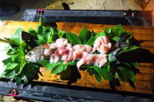 式根島2018年7月_3日目_美しい秘境の海と肉づくしの夕食