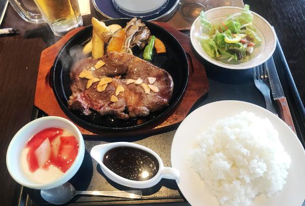 馬頭ゴルフ倶楽部_食事_牛肉の鉄板焼ステーキ