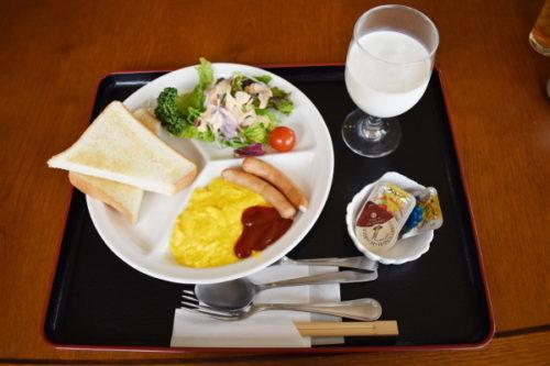 犬連れゴルフ2020年5月_2日目_1_朝食と昼のとんかつ