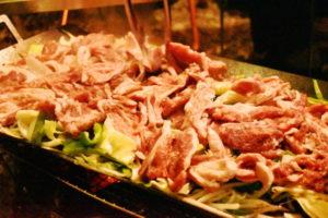 西湖キャンプ2020年_2日目_4_ニュー鉄板で焼く夕食