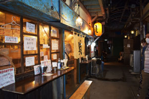 沖縄2020年11月_2日目_5_栄町貝専門酒場 「贔屓屋(ひいきや)」へハシゴ酒