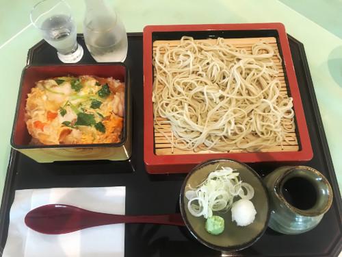 紫塚ゴルフ倶楽部_食事_親子丼と蕎麦